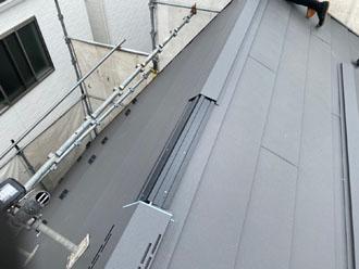 貫板と棟板金を固定