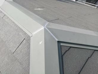 棟の接合部分のコーキング補修しました