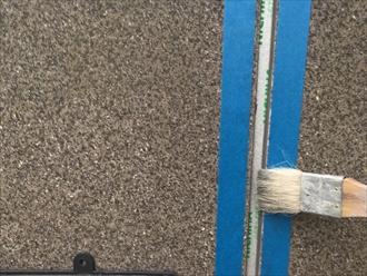 コーキングの密着性を左右するプライマー塗布