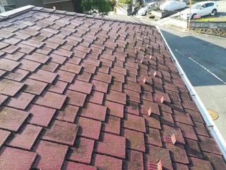 アーバニー屋根は縦方向のスリットが美しい屋根材です