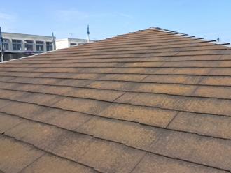 江戸川区 屋根塗装前は苔が生えている