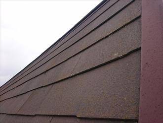 スレート葺き屋根は急勾配なので屋根にも足場が必要です