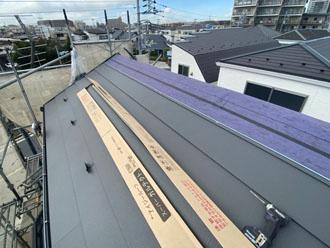 新規屋根材を設置