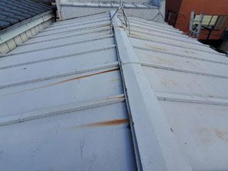 錆びが目立つ瓦棒屋根