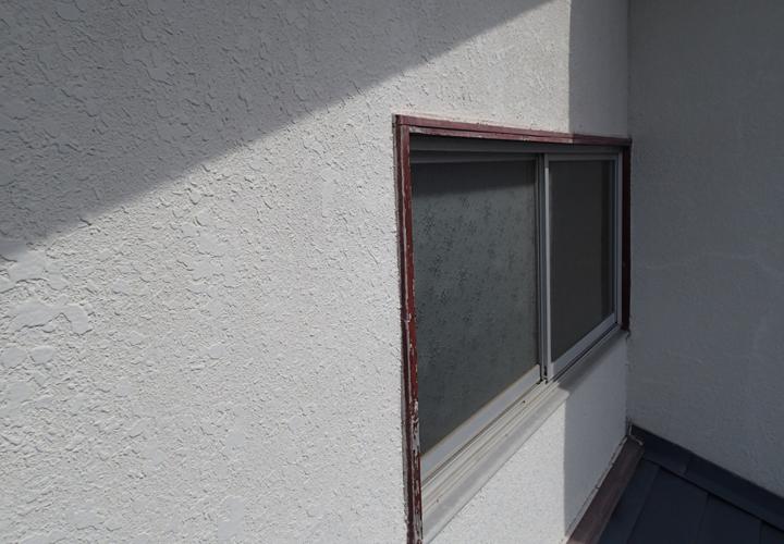 ひび割れしやすいモルタル外壁におすすめ 弾性塗料 東京の外壁塗装 屋根塗装 塗り替えは街の外壁塗装やさん東東京店へ