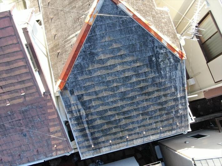 大分傷みが進行しているスレート屋根