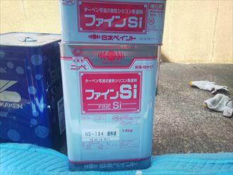 葛飾区金町で行った外壁塗装工事で鼻隠しと破風板は日本ペイントのファインSiで塗装