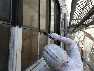 鉄製窓枠に防錆塗装