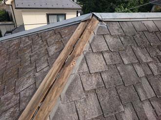 台風により被災した棟板金部分