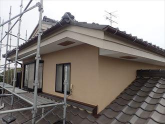 葛飾区金町で行った外壁塗装工事でナノコンポジットWを使用し2階部分の上塗りが完了