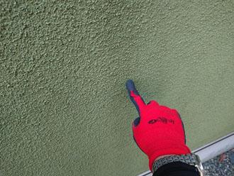 モルタル外壁には汚れが目立ち始めていました