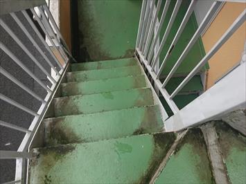 階段は撥水性と滑り止めの効果が必要です