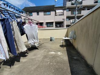 洗濯物干場として活用されている屋上