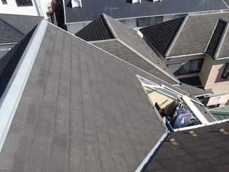急勾配のスレート屋根