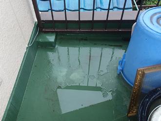 雨水をはじく床