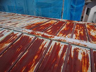 錆びた瓦棒屋根