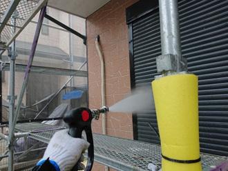 外壁に高圧洗浄