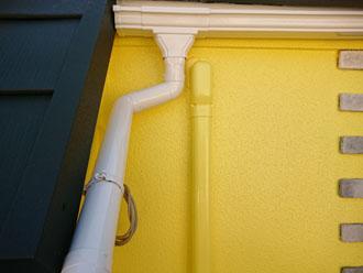 外壁と同じ色になったスリムダクト