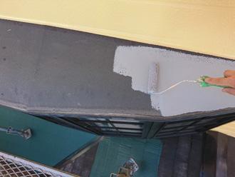 出窓の鉄部を塗装