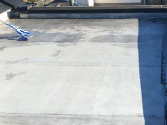 ウレタン防水を行う陸屋根を徹底清掃
