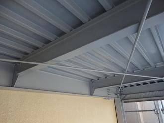 折板屋根の天井部分塗り替え完了