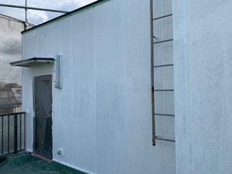 塔屋への下塗り完了
