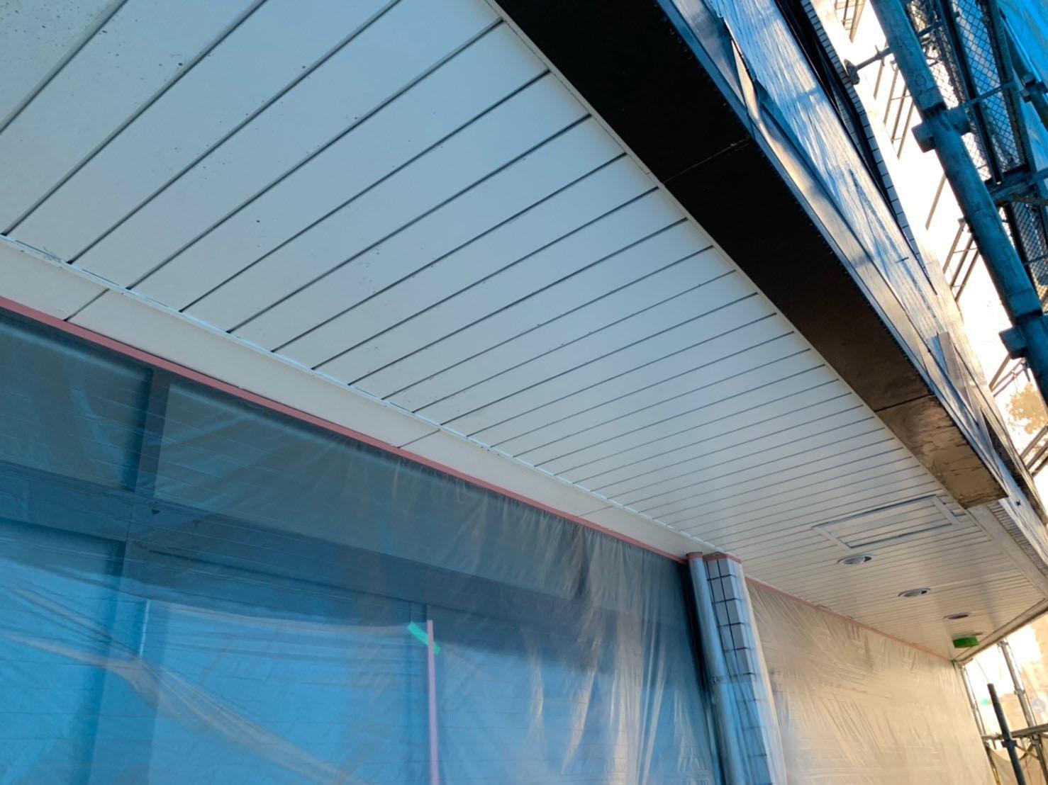 サニービルドで出入口の軒天塗装