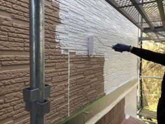 パーフェクトサーフで2階外壁を下塗り