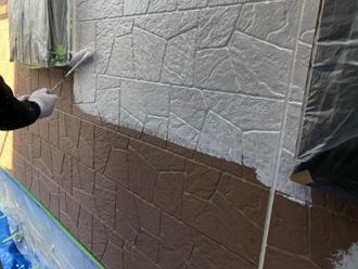 パーフェクトサーフで1階外壁を下塗り